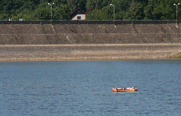 Luhačovická přehrada se postupně plní.