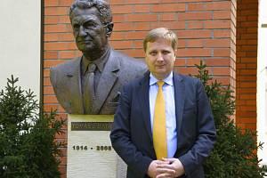 RADOMÍR LAPČÍK A TOMÁŠ BAŤA. Generální ředitel Radomír Lapčík spoluzakládal zlínskou fakultu managementu a ekonomiky.