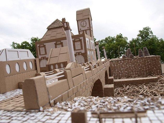 Dům na Marsu. Takové je zadání projektu Stavby z vlnité lepenky, který je určen středním stavebním školám z České republiky.
