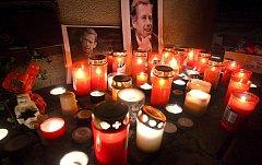 Obyvatelé Zlína si v neděli 18. prosince připomněli památku dnes zesnulého prvního polistopadového prezidenta Václava Havla zapálením svíček na náměstí Míru.