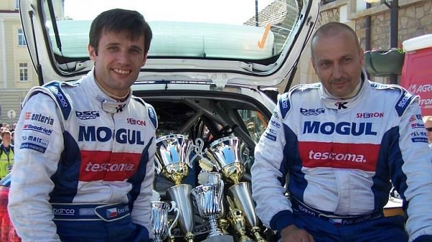Vítězná dvojice rally v Hustopečích – Roman Kresta a Petr Gross