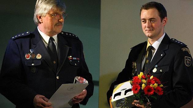 Cenu hejtmana Zlínského kraje Salvator za hrdinský čin v kategorii hasič získali dobrovolní hasiči z Poličné pod veděním velitele Josefa Dorčáka (vpravo).