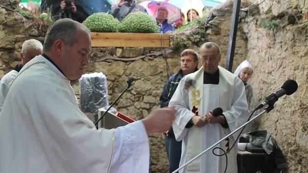 Vysvěcení kaple na hradě Lukov a otevření nového dětského hřistě