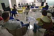 Na půdě Univerzity Tomáše Bati ve Zlíně diskutovaly v úterý 28. února asi dvě desítky studentů v rámci týdne neklidu o reformě vysokého školství s představiteli UTB.