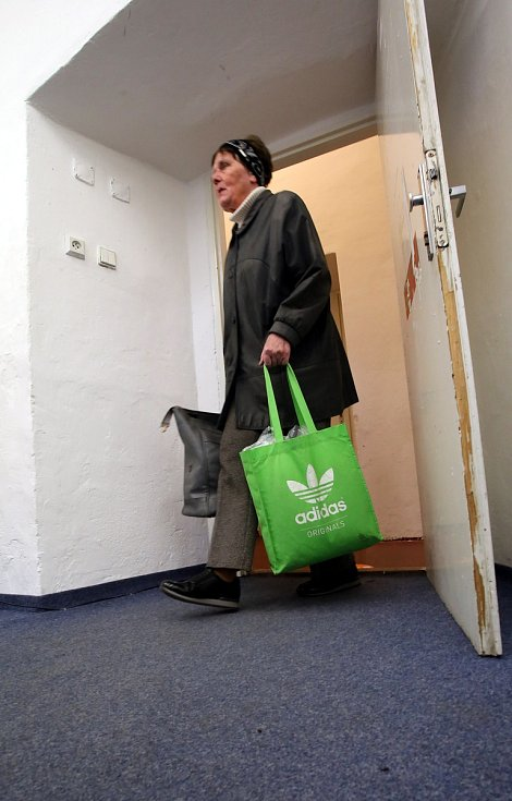 Výkup dobového oblečení pro film Zátopek na zámku ve Zlíně.