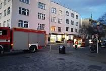 Orkán poničil střechu na domě v ulici Sadová ve Zlíně.