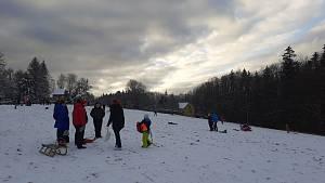 Skiareály ve Zlínském kraji praskaly o víkendu ve švech.