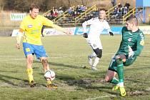 Prvoligoví fotbalisté Fastav Zlín (ve žlutém) v sobotní generálce na jarní odvetnou část nejvyšší soutěže doma porazili slovenskou Senici 4:1.