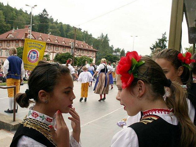 Luhačovice mají za sebou 18. ročník Mezinárodního festivalu Písní a tancem. Zatančit přijely do lázeňského města soubory z České republiky, Slovenska, Bulharska, Polska i Rumunska.