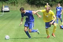 Divizní fotbalisté Slavičína (v modrém) začali nový ročník skupiny E parádně, v neděli dopoledne doma porazili rozdílem třídy Šumperk 4:1.