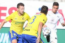 Fotbalisté Fastavu Zlín (ve žlutém) v úvodním kole Fortuna:Ligy vyzvali regionálního rivala ze Slovácka.