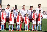 Fotbalisté Fastavu Zlín v retro dresech (bílo červené) u příležitosti oslav 100. let založení klubvu ve 29. kole doma hostili pražskou Slavii.