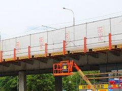 Dopravní omezení kvůli opravě Gahurova nadjezdu ve Zlíně už za pár týdnů skončí.
