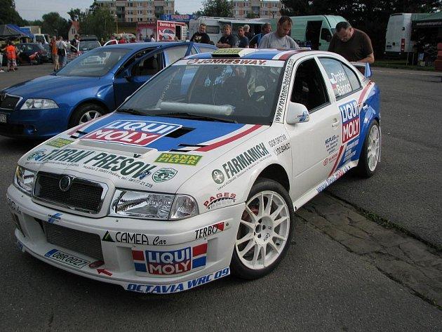 Jeden ze čtyř vozů WRC na startu Rallysprintu Kopná.