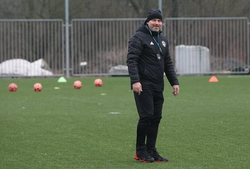 Fotbalisté Zlína po krátké vánoční přestávce v pondělí  zahájili specifickou dvoutýdenní zimní přípravu. Na snímku je asistent Somberg.