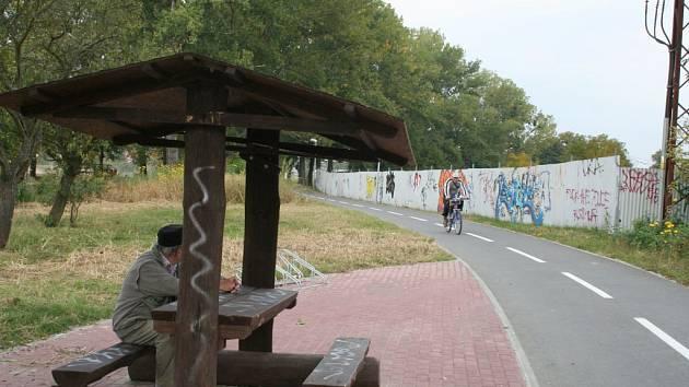 Cyklostezka mezi zlínskými částmi Louky a Prštné
