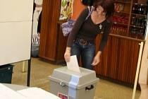 V Napajedlích odvolila v pátek krátce po 15. hodině čtyři procenta voličů