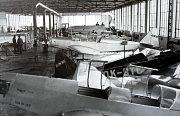 Výstava  S Baťou do oblak v letištním hangáru v Otrokovicích.Pohled do výrobní dílny 1946