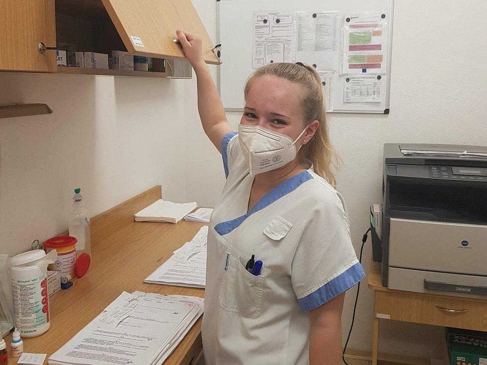 Téměř dvouletou pracovní zkušenost v Krajské nemocnici Tomáše Bati ve Zlíně má za sebou Klára Skovajsová.