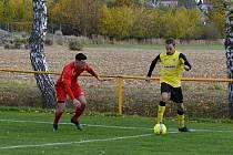 Fotbalisté Tečovic (žluté dresy) doma překvapivě přehráli Mladcovou.
