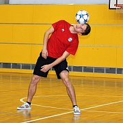 Hráč Baťova Petr Zapletal se už čtyři roky baví freestyle fotbalem. Své kouzla a dovednosti předvedl v soutěži Chance být hvězdou.