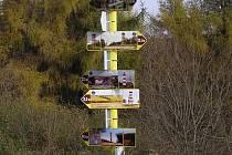 V Karpatech vyrostly obrázkové rozcestníky.