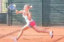 Ve středu byl na mezinárodním tenisovém turnaji žen ITF Smart Card Open Monet+ odehráno 1. kolo dvouher a čtyřher. Na snímku Karolína Vlachová.