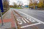 Mimo jiné bylo nutné vybudovat zcela nový zastávkový záliv a nástupiště naproti obratišti trolejbusů Vršava, včetně přechodu a světelné signalizace s tlačítkem pro chodce.