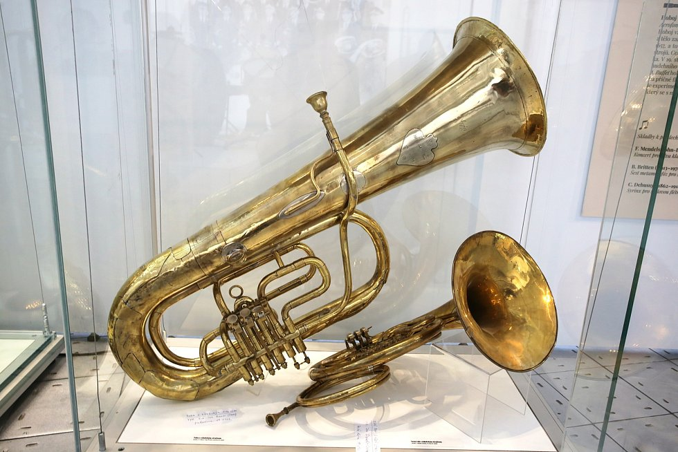 Výstava Gloria musicae! Historické nástroje ze sbírky Jaromíra Růžičky Muzeum jihovýchodní Moravy ve Zlíně.