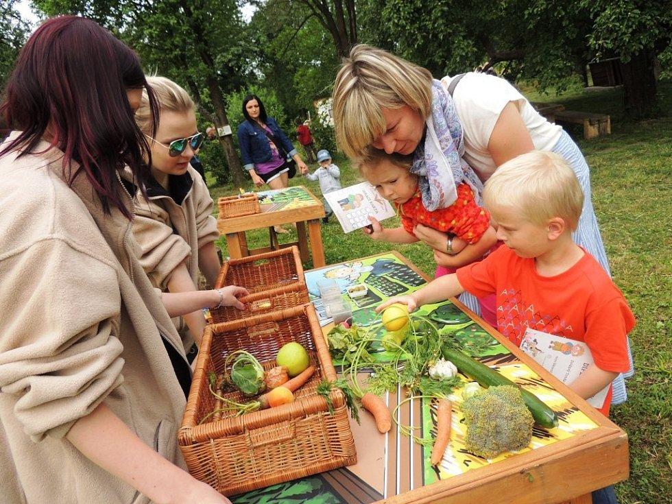 Farmářské slavnosti 2015 zahájil ministr zemědělství bio moštem