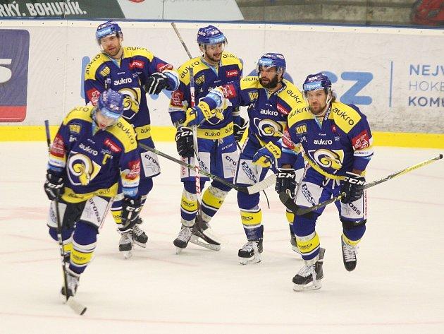 Hokejisté Aukro Berani Zlín (v modrém) v nedělním 13. kole doma vyzvali plzeňské indiány.