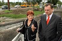 Zlín ve čtvrtek 2. září v rámci podpory své strany před komunálními volbami navštívil premiér Petr Nečas. Nečas se zastavil také u silnice I/49, za kterou loboval u ministra dopravy.