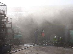 Požár střechy objektu bývalé dřevovýroby v obci Lípa.