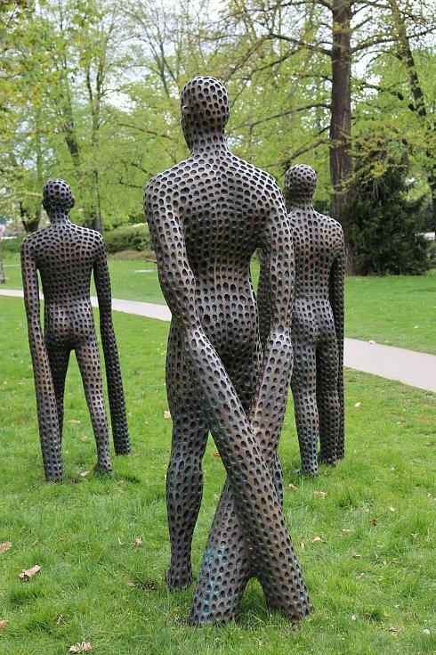 V parku Komenského ve Zlíně je k vidění výstava bronzových plastik akademického sochaře Michala Gabriela.