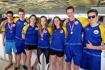 Šest medailí a další cenná finálová umístění získala na silně obsazeném mezinárodním mítinku v rakouském Grazu sedmičlenná výprava Žraloků ze Zlínského plaveckého klubu.