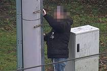 Muž se dopustil přestupku podle zákona o pozemních komunikacích, za který mu nyní hrozí pokuta až do výše 300 tisíc korun.