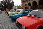 Sraz vozidel Škoda, vyrobených do roku 1994 na zlínském náměstí Míru.