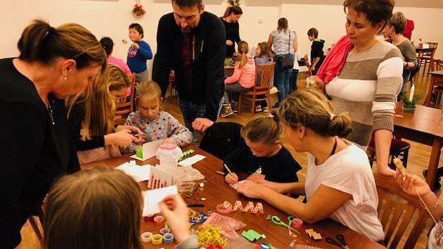 Adventní dílničky a rozsvícení vánočního stromečku v Sazovicích