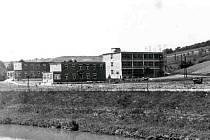 Postavit v KNTB kapli plánovali už její zakladatelé. Zde jsou k vidění nákresy. Kaple měla stát původně mezi domy pro přestárlé, které jsou na druhém snímku.