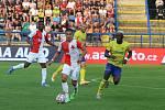 Fotbalisté Zlína (žluté dresy) vstoupili do nové ligové sezony domácím zápasem s pražskou Slavií.