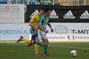 Fotbalisté Zlína (ve žlutých dresech) ztratili s Bohemians 1905 dobře rozehraný zápas a nakonec doma pouze remizovali 1:1.