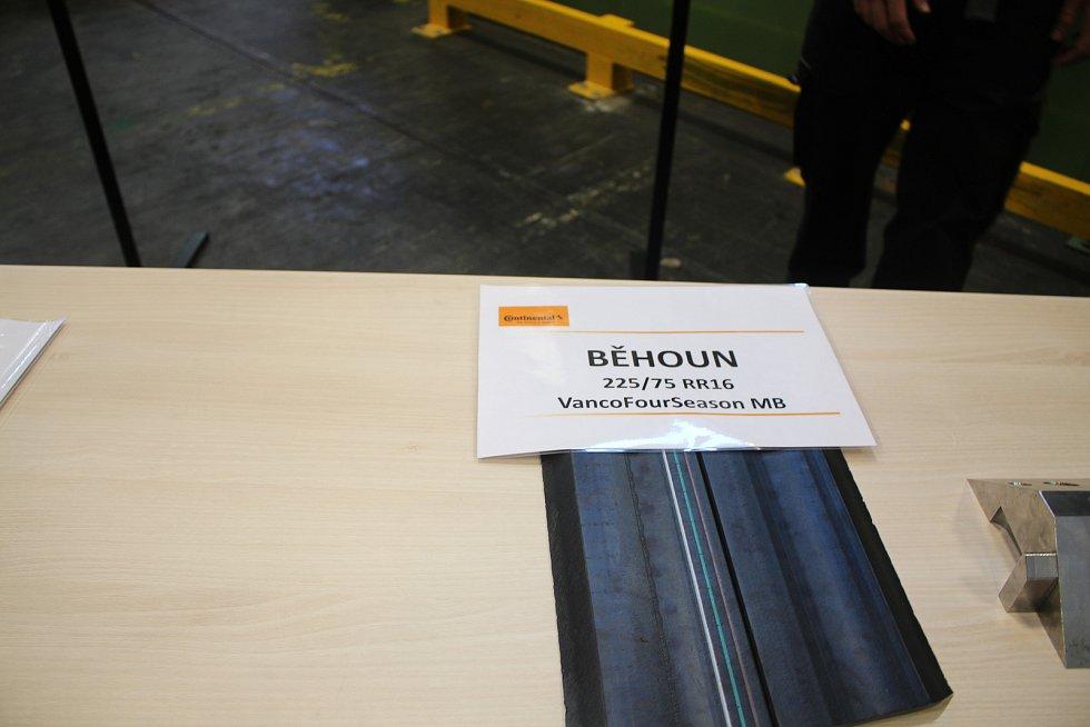 Den otevřených dveří v Continetal Barum - Běhoun. Je část pláště, ve kterém je vytlačován dezén. Zajišťuje kontakt s vozovkou.