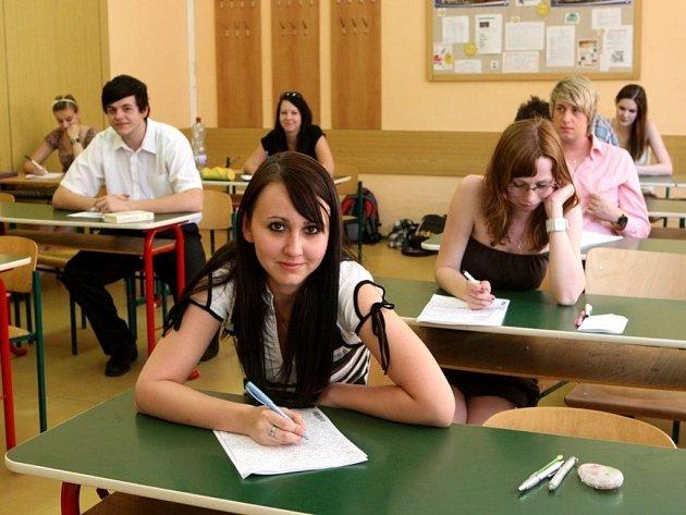 Písemná maturitní zkouška na Obchodní akademii T. Bati ve Zlíně.