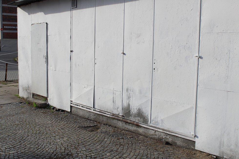 Nádraží ve Zlíně a jeho zanedbané okolí