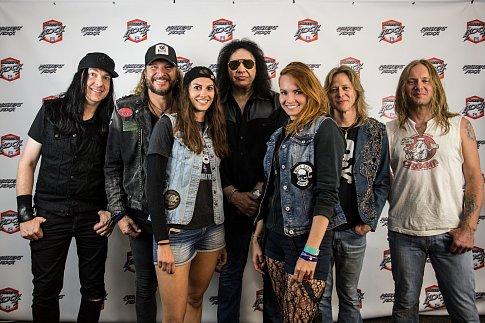 Focení fanoušků se zpěvákem Gene Simmons, americkým baskytaristou, zpěvákem a zakládajícím členem hard rockové skupiny Kiss, a to v neděli 15. července 2018 na festivalu Masters of Rock ve Vizovicích.