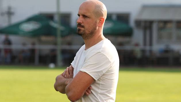 Petr Čejka vedl fotbalisty Rosic po konci Michala Kuglera coby hlavní kouč poprvé proti Zlínu B, když v šestém kole MSFL celek z Brněnska vyhrál 2:1.