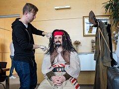 Hejtman Čunek se nechal namaskovat jako legendární kapitán Jack Sparrow.