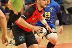 Do čtvrtfinále Českého poháru házenkářů postoupilo favorizované Zubří (v červeném), které díky zlepšené druhé půli vyhrálo na palubovce prvoligového Zlína 35:27.