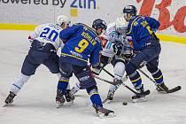 Extraligoví hokejisté Zlína (v modrém) v rámci 37. kola v úterý doma vyzvali favorizovanou Škodu Plzeň.