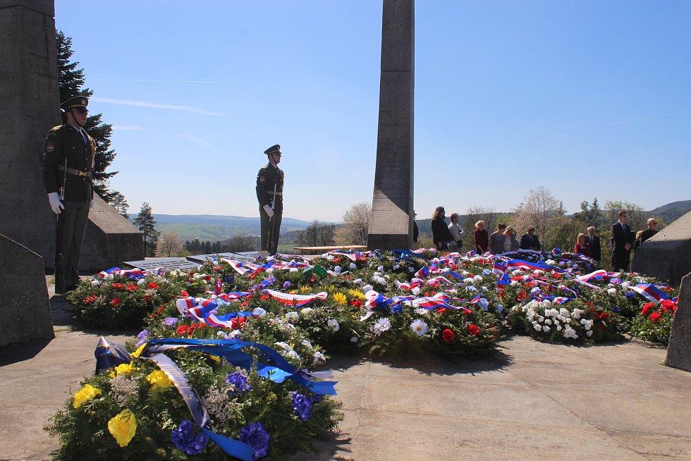 V neděli 21. dubna 2019 si v Ploštině na Zlínsku připomněli 74. výročí od jejího vypálení německými okupanty. V plamenech tam našlo smrt 24 obyvatel. Památku obětem druhé světové války tam uctili na pietním aktem.